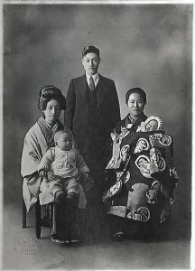 1938 - Kyoichiro Tsuge with his newborn children Shigeyasu and Sumiko, his wife Tamae (left) and sister Tokyo
